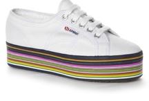 Platform Sneakers / Zapatillas con Plataforma / by Taconless .