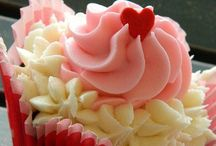 CUPCAKE LOVER / Addicted to cupcakes  / by Anneliesse Rek