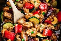 Slow Cooker Recipes / Recipes to make in your slow cooker, ranging from lunch and dinner to snacks and dessert.