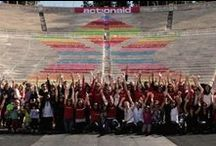 Η ActionAid γιορτάζει 15 χρόνια στην Ελλάδα με πολύ χρώμα! / Με αφορμή τα 15 χρόνια λειτουργίας στην Ελλάδα, η ActionAid κάλεσε για πρώτη φορά στη χώρα μας τη γνωστή Γαλλίδα καλλιτέχνη Mademoiselle Maurice για να δημιουργήσει στις 20 Οκτωβρίου ένα πολύχρωμο χαρτογκράφιτι με τη συμμετοχή όλων στο Καλλιμάρμαρο Στάδιο. Ευχαριστούμε θερμά όσους συμμετείχαν, την Ελληνική Ολυμπιακή Επιτροπή για την παραχώρηση του Σταδίου και τον Δήμο Αθηναίων που αγκάλιασε την πρωτοβουλία με την αιγίδα του.