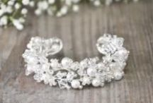 """wedding accessory shop """"Hochzeitsaccessoires"""" von Hochzeit.de / Accessoiries like veils, tiaras, jewelry, ring cushions hier findest Du accessoires, die dein Hochzeitsoutfit komplettieren."""