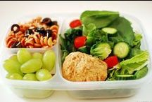 Quick and Easy Lunches / Teachers need something quick and easy if we are going to eat between making copies and helping students. These quick and easy lunch ideas should help us find a lunch to bring to school.