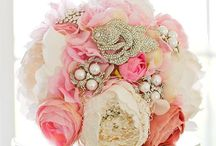 Fabric Flowers & Bouquets / by Dawn Duncan