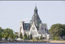 Croisières AML - Trois-Rivières / À mi-chemin entre Montréal et Québec, Trois-Rivières vit au rythme d'une ville portuaire. Pour une promenade à pied ou à vélo le long des berges du Saint-Laurent ou pour une sortie sur les eaux de la Saint-Maurice ou du fleuve, on met le cap sur Trois-Rivières ! Forte de ses 375 ans et nommée Capitale culturelle du Canada en 2009, Trois-Rivières en a long à raconter avec son histoire, sa gastronomie, sa culture et ses événements festifs.