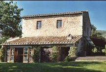Tuscan Farmhouses / Charming tuscan farmhouses perfect for celebrating with family and friends.