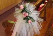 Pew Bow Tutorials / Step by step photo tutorials for making tulle and satin ribbon bows.  Learn how to make bridal bouquets, corsages, boutonnieres, reception table centerpieces and church decorations. Buy wholesale fresh flowers and discount florist supplies.