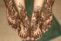 Henna tattooing✋ / I can't get enough of this stuff! The designs are amazing!!!
