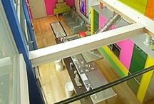 Wonderloft / Il loft è il progetto di uno spazio dove il colore gioca un ruolo da protagonista nella definizione degli ambienti.  Potrei paragonarlo ad una pittura tridimensionale nella quale si può entrare per visitare la casa al suo interno. Lo spazio che si attraversa è concepito in una maniera gestaltica e ingegneristica, il colore è forma e struttura, dalla quale si articolano i vari ambienti: la zona giorno, il lungo corridoio-cucina, la zona notte e al piano superiore la stanza ospiti e lo studio.