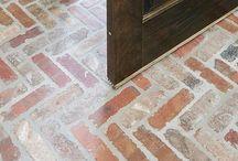 floors / by Michele Scott