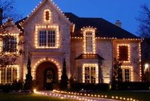 Outside Christmas Light Displays and Ideas / Only the best outside Christmas light displays. Get inspiration and ideas for your home from these beautiful Christmas light displays.