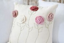 Cushions & Pillows / Everything about cushions and pillows; nice pattern, fabrics, tutorials and so on.