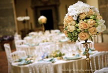 Real Wedding - Tuscany Castle / Pictures of a tuscan wedding in a florentine castle - centerpieces are high with golden candelabras and low with ivory bird cages - flowers used - roses, hydrangeas and ivy. Soft arrangments in a romantic style!