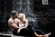 Harbinger's Kiss / Romantic Suspense - Bethany Harbinger might have enjoyed romantic attention from Toronto's most eligible bachelor...if his family weren't trying to kill her.