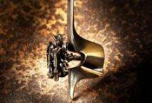 Lapponia Brons / De Flame Bronze juwelen collectie ontworpen door Professor Björn Weckström wordt dit najaar door Lapponia opnieuw uitgebracht. De Bronze Flame collectie was van 1971 tot 1979 een sieradenlijn bij Lapponia. De herintroductie maakt deel uit van de viering van de 50 jarige carrière van B.Weckström als ontwerper bij Lapponia.