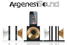ArgenesiSound / In je tuin, op de camping, tijdens het vissen, zomaar ergens lekker met elkaar naar je favoriete muziek uit je iPhone luisteren zonder kabeltjes of batterijen dat kan nu met dit prachtige nieuwe item, de ArgenesiSound! De ArgenesiSound is geschikt voor de iPhone 4/4S/5C/5S, wel eerst je hoesje eraf halen!