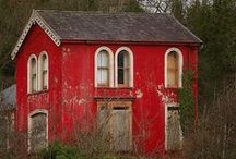 oLdE CoUnTrY ReD CoTtAgE / by Jerry Eastin