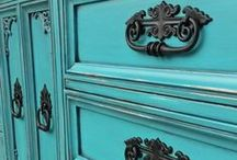 Spray Painted Furniture Pulls / Furniture pulls upstyled with spray paint. Learn how with our tutorial at  http://www.faceliftfurniture.com/how-to-spray-paint-furniture-pulls/