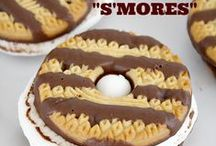 S'MORES!!! / Everyone loves s'mores. Get the favorite treat of campfires and backyard Summer cookouts!