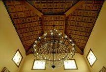Ideas para una finca rústica / Todo el trabajo de carpintería de la vivienda realizado en esta finca rústica, incluye puertas, ventanas y trabajosos artesonados y elementos decorativos y de iluminación realizados por Conely.