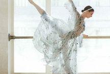 ballerinas / beautiful ballerina photos that have it all - proper technique, good lighting, good posing, interesting composition, & clean editing