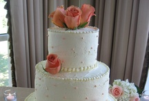 Wedding Cakes / As you can imagine, after providing disc jockey entertainment for so many weddings over the years we have seen our share of Wedding Cakes.  Here are a few that may spark some ideas for you if you are planning a wedding.  For More information on our Disc Jockey Service visit www.SteveMoody.com