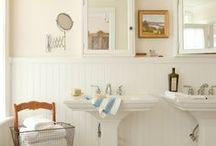 #Baños #Bathrooms que invitan al relax... / Existen baños, platos de ducha, inmensas bañeras, lavabos de diseño que todos soñaríamos con tener en nuestra propia casa. Originales, cómodos, modernos, vintage, clásicos, de lujo... Si no puedes comprarlos, alquílalos y ¡pasa unos días sin salir de la bañera! por Niumba