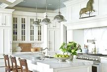 Kitchens / by Leslie Andren