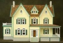 Miniatures / Collecting miniatures and doll houses. / by Leslie Andren