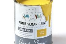 English Yellow / Inspiration using Chalk Paint® furniture paint by Annie Sloan in English Yellow.  English Yellow is a bright traditional yellow in the Chalk Paint® palette. An English colour from the development of Chrome Yellow pigment in the 18th Century and inspired by hand painted Chinese wallpaper. This was the first non-earthy yellow. It's also a great fifties vintage colour.