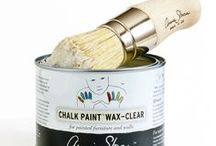 Annie Sloan: Products / As well as her famed Chalk Paint® and Wall Paint, Annie Sloan also makes and sells many other products. Discover here her waxes, brushes, tools and other accessories from the Interior Design world.