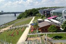 RheinAlm / Ja meeei wo gibt´s denn sowas. Bei uns bekommen Sie traditionelle bayrische Kost mit dem Rhein als Kulisse.