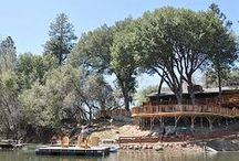 Lake houses for large groups / These are the best lake houses for groups gathering up to 50 people.