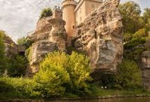 Castle for rent? / Dreamy castle pictures for getting inspired about places you could possibly rent! The Loire Valley in France, the English  countryside, or even a castle on the coast of Spain! Perfect for a European wedding!