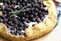 Food: Pies and Tarts / by Amber Gin
