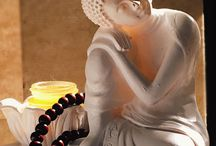 Buddhism / Comecei a conhecer melhor o budismo há uns 10 anos, quando fazia kung fu e comecei a estudar mandarim e coisas relacionadas a essa arte marcial. O que me fez interessar pelo budismo foi o fato de ser uma filosofia ou religião, com práticas voltadas ao auto-conhecimento e evolução, de não ter um ser divino responsável pelos seus ganhos, de trabalhar para tornar-se melhor para si e para os outros.