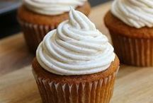 Cupcakes, muffins et macarons / by Victoria Pichel