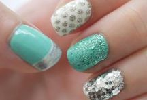 nails / by Marina Sweet
