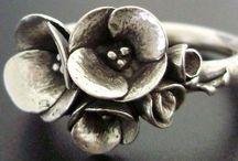Jewellery / Beautiful decoration of the body