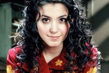 Katie Melua and Eva Cassidy / Two wonderfull singers. Eva passed away all to young but she is still very much alive in her songs. She and Katie Melua are for ever connected by the songs: What a Wonderfull World and Somewhere over the Rainbow by the way Katie Melua arranged them.