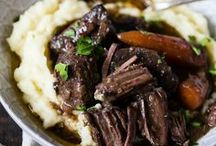 Slow Cooker Recipes / Crockpot dinner recipes that are perfect for a busy week.