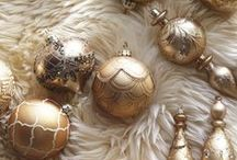 Fa la la la la / Silver Balls, Twinkle lights, Gilt Ornaments, Shiny packages. Formal Silver, White and Gold Christmas Inspiration Board. Navidad, Weihnachten, Natal, Natale, jul, クリスマス