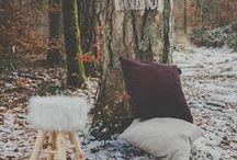 NORDIC HYGGE / LA DECO BONHEUR A LA DANOISE.  Forme de «cocooning amélioré», cettetendancemise sur des matières naturellespour se reconnecter avec la nature etdes textures douces qui réchauffent l'atmosphère. Less is more ! Un intérieur Hygge privilégie également unmobilier esthétique et fonctionnel aux couleurs douces et aux lignes simples. Esprit grand nord assuré !