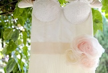 REAL BRIDE { Tania's silk flowers... } / http://www.vestidadenoiva.com/casamento-tania-piero | photos Rejane Wolff