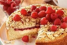 Coffee Cake Recipes / Easy to prepare and impressive to share, these coffee cake recipes are perfect to serve guests, fresh out of the oven.