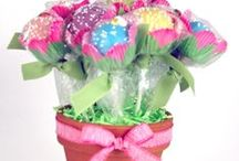 Creative Cake Pops / Lots of creative ways to decorate cake pops.