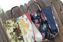 Make a Handbag / Ever thought of making your own handbag? I have! Here are some informative sites and beautiful examples.