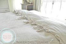 DIY Beds and Bedding / Lots of inspiration for beds and bedding that you can make yourself.