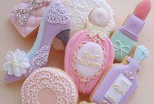 Cakes,  Cookies &  Cupcakes / by Nicole Bonnecaze Fleniken