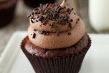 Food- Cakes and Cupcakes- YUM! / by Angela Borukhovich- BonusMomChef