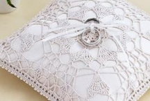Doily Crafts / Doily craft ideas and DIY tutorials. Made from doilies, new and old. Get inspired to make these cool doily crafts for your home. Who knew there was so many uses for doilies? Hope you get inspired by these cool crafts. ****Want to be a contributor? Follow my boards and leave a message on one of my pins or directly message me******